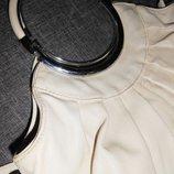сумка белая,б/у,с круглыми металлическими ручками