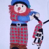 вязаная кукла. шотландец с волынкой