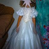Красивое бальное платье.