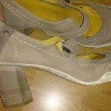 стильні сірі туфлі перепонка замша р39 Gino Donna