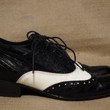 Эффектные черно-белые кожаные оксфорды - броги Gallery Германия 38 р.