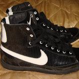 Кроссовки ботинки Nike оригинал 38р 24 см унисекс футзалки бампы Asics Adidas