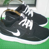 легенькие летние кроссовки Nike р.30, стелька 19 см