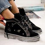 Зимние ботинки на шнуровке.