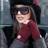 Теплый стильный набор шапка ушанка и митенки 202