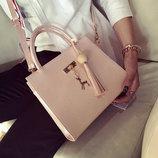 Элегантная женская сумка с брелком-оленем В Наличии