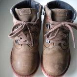 Детские натуральные ботиночки Clarks. Размер по стельке 18.5 - 19 см.