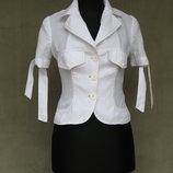 Красивая белая блуза -пиджак