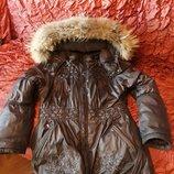 Теплая зимняя куртка.капюшен отстегивается,мех енота от капюшена тоже отстегивается.Хорошее состоя