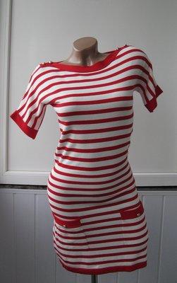Платье морячка теплое в обтяжку, вырез лодочка, украшено пуговицами на плечах
