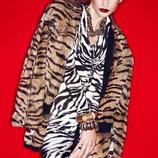 Хищница с головы до ног платье в зебру valentino копия
