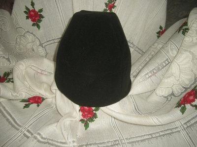 Шапка черного цвета atmosphere объем головы 54-55см.