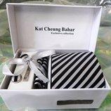 Пестрый галстук в черно-белую полоску в подарочном наборе код GB013