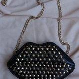 Крутая сумочка в форме губ