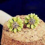 Новые зеленые пусеты сережки гвоздики много бижутерии