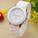 Женские часы Geneva с силиконовым ремешком белого цвета