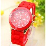 Женские часы Geneva с силиконовым ремешком красного цвета