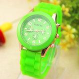 Женские часы Geneva с силиконовым ремешком салатового цвета