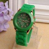 Женские часы Geneva с силиконовым ремешком зеленого цвета