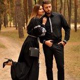Класична чоловіча вишита сорочка та жіноча вечірня сукня з вишивкою