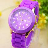 Женские часы Geneva с силиконовым ремешком сиреневого цвета