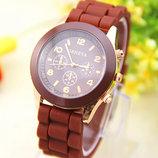 Женские часы Geneva с силиконовым ремешком коричневого цвета