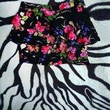 Черная юбка в цветочный принт