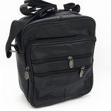 Мужская кожаная сумка средних размеров.