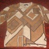 Гарний светр з геометричним орнаментом