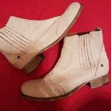 Шикарные белые кожаные ботинки челси