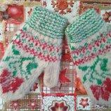 Тепльіе вязанньіе варежки из натуральной шерсти для ваших малышей.
