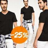 мужская футболка De Facto черного цвета с V-образной горловиной без рисунков