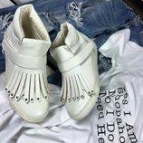 деми ботинки,сникерсы , мокасины белые с бахромой 36,37,38,39,40,41 размер