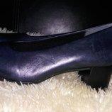 Clarks нові туфлі 37-38 р по ст 24.7 см зручний каблук 5.5 см