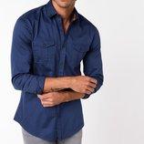 мужская рубашка синяя De Facto с карманами и черными пуговицами