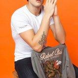 футболка мужская белая DeFacto с надписью на рукаве
