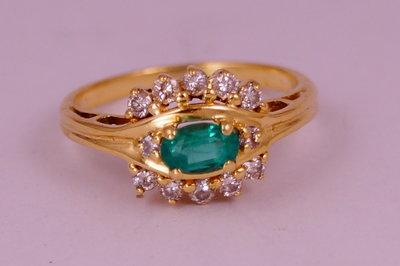 Золотое кольцо 750 с бриллиантами 0, 282 карат и изумрудом  9200 грн ... 13231e262af