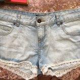 Джинсовые короткие шорты с кружевом р. 29 практически новые