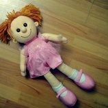 Кукла большая,рассказывает стих.