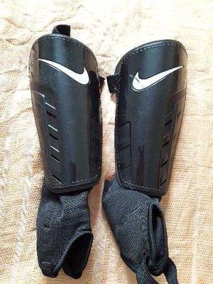 Подростковые щитки фирменные Nike
