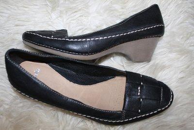 39 разм. Стильные туфли Clarks. Кожа Длина по внутренней стельке - 25,5 см., ширина по стельке - 8,5