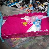 Кроватка для кукол с постельным комплектом и аксессуарами