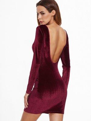 Обворожительное платье с глубоким вырезом