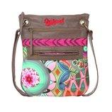 Дизайнерская сумка Desigual. очень стильная высота - 29,5 см., ширина - 24 см. длина ручки 120