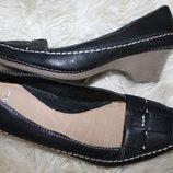 39 разм. Стильные туфли Clarks. Кожа Длина по внутренней стельке - 25,5 см., ширина по стельке - 8,