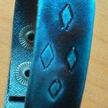 Стильный браслет на кнопке серо-синий