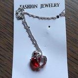 Ожерелье цепочка серебристого цвета с подвеской красное сердце