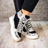 Сникерсы на шнуровке.
