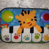 Мягкое пианино подвеска на кроватку Львёнок Fisher-Price