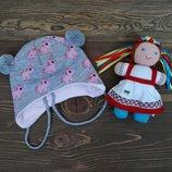 Трикотажная шапка с завязками для девочки